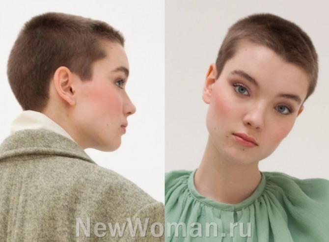 девушка-шатенка с очень короткой стрижкой под мальчика и без челки