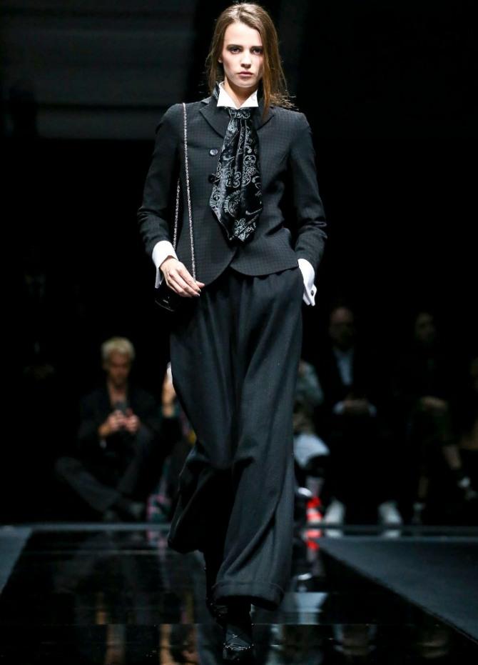 элегантный вечерний костюм черного цвета с аксессуарами - новинки от кутюр на 2021 год