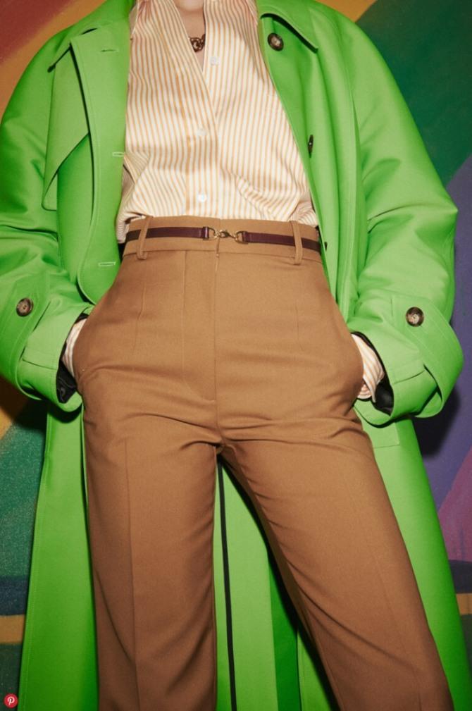 с брюками какого цвета носить зеленый плащ цвета травы