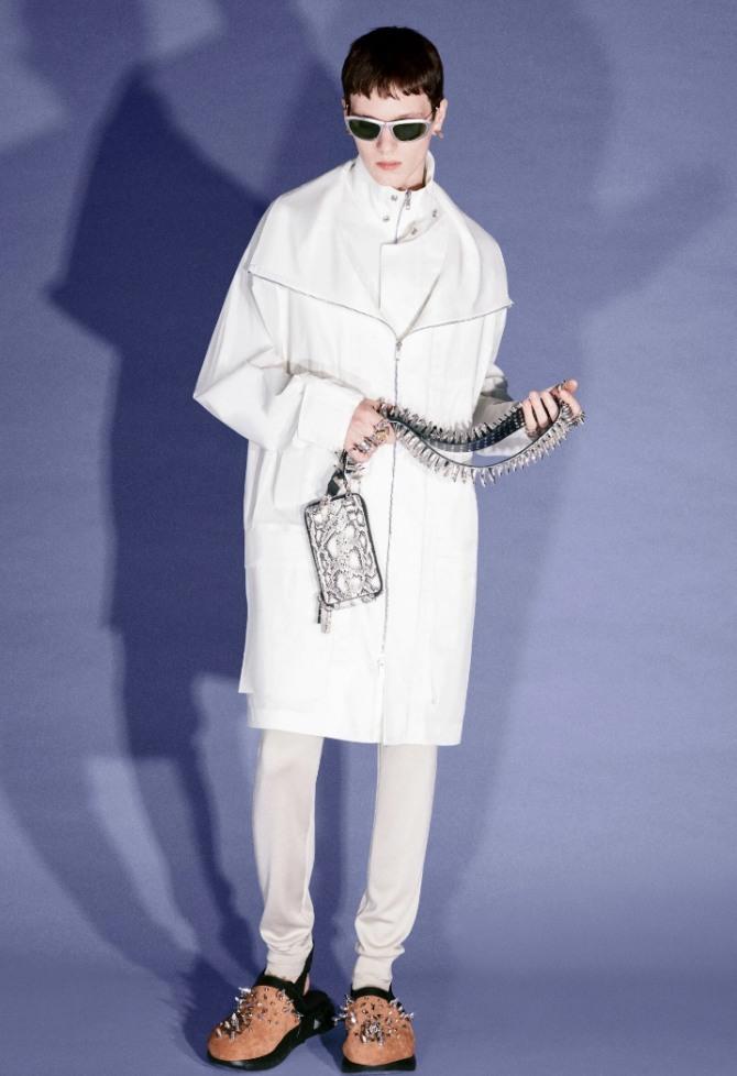 женская модная весенняя одежда 2021 года - белый плащ с брюками в спортивном стиле
