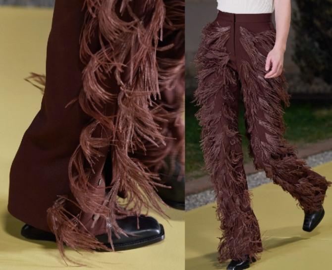 брюки 2021 года с бахромой - фото с подиума