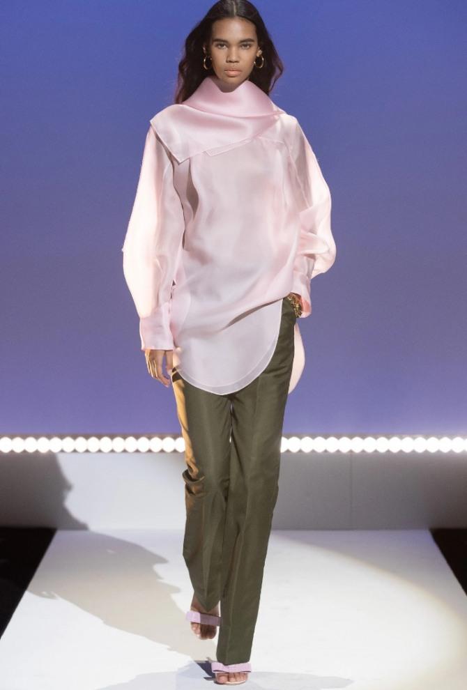 какие брюки носить с розовой блузкой-туникой выпуск