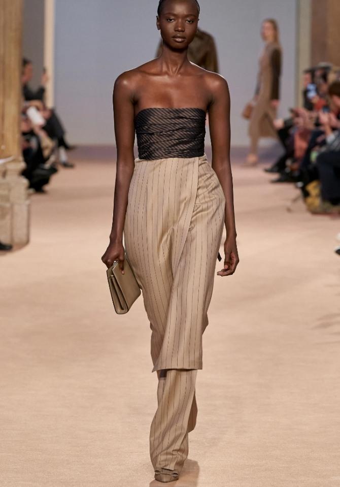 вечернее комбинированное платье в ансамбле с брюками - модные тенденции 2021 года в вечерней женской одежде