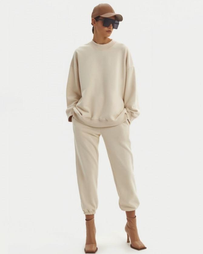 с какими брюками носить модный джемпер 2021 года