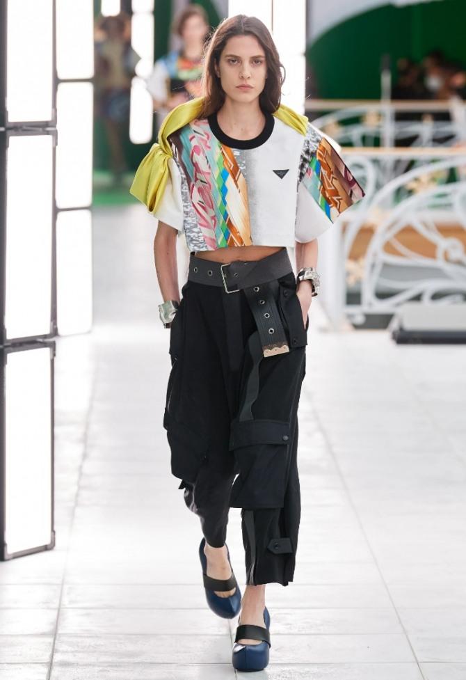 фото образов для девушек на 2021 год - модные брюки с блузками