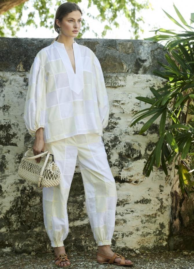 стильный курортный образ брюки в спортивном стиле и блуза - монолук весна-лето 2021
